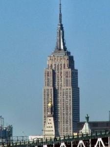 toa-nha-State-Building