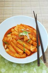 Bánh gạo cay chả cá Hàn Quốc (tteokbokki)