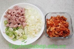 com-chien-kimchi-cay-ngon-hap-dan