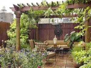 Gia chủ có thể trang trí thêm cho sân vườn với những bộ sưu tập tượng, nhạc cụ yêu thích.
