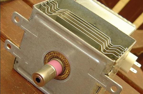 Magnetron - bộ phận phát ra vi sóng